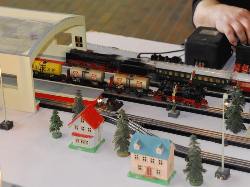 Trix Express Kesselwagen mit BR 71