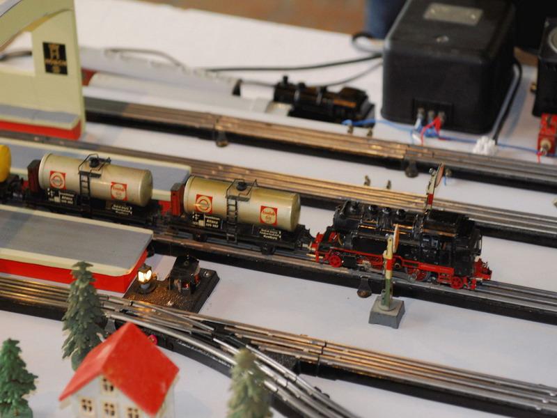 Trix Express Kesselwagen mit Fleischmann 2056 BR 71