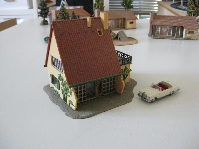 Faller Modernes Wohnhaus mit Garage B-221