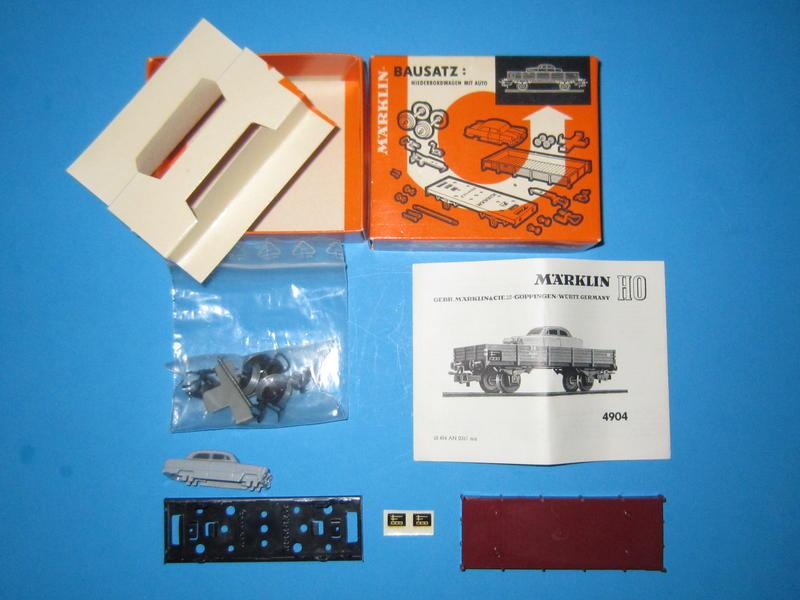 Märklin 4904 – Bausatz, Niederbordwagen, beladen mit Pkw, 4504