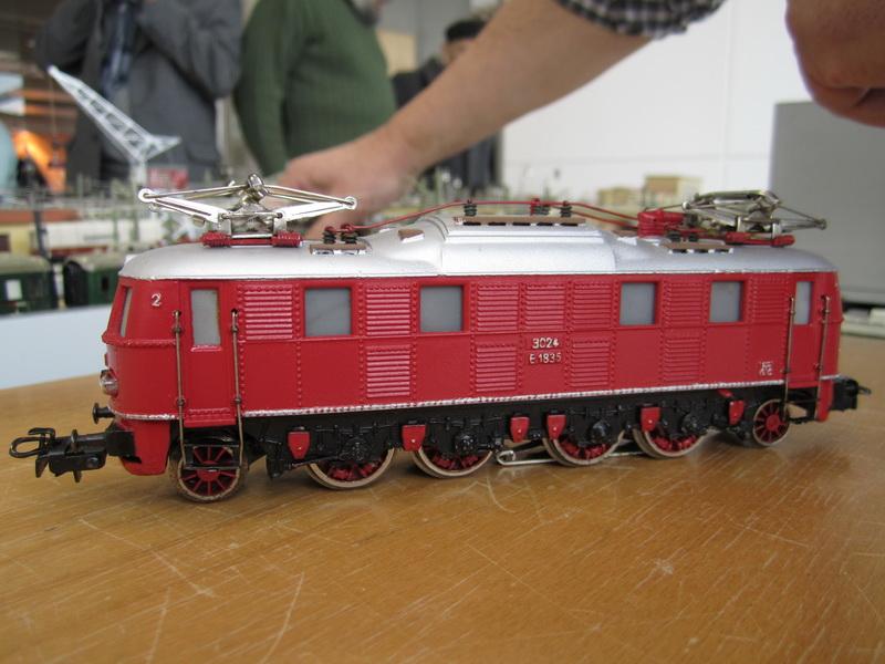 rot lackierte Märklin E 18