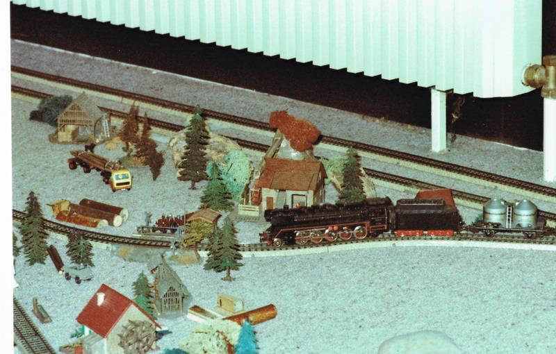 damals brandneu Kibri Holztransporter