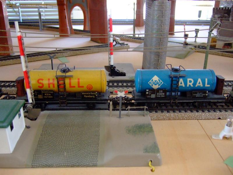 Trix Express 20/78 SH u. ARAL Kesselwagen